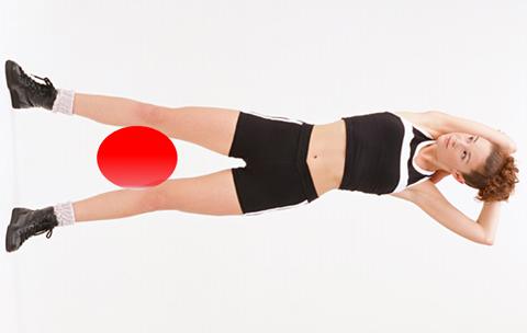 内転筋を強化するトレーニングをしている人