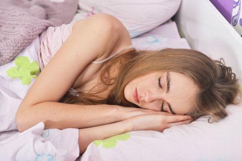 良質な睡眠を取っている女性