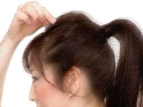 髪型がポニーテールの女性