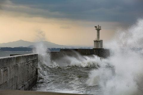台風が接近している港