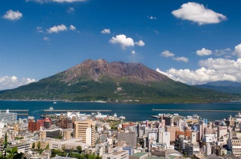 鹿児島市から見た桜島