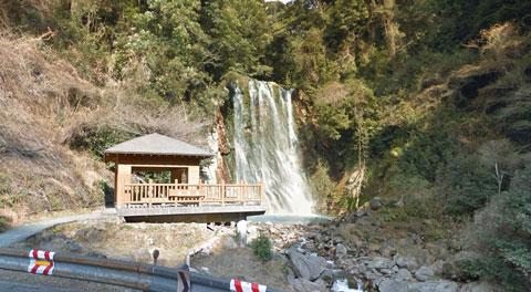 霧島温泉郷にある丸尾の滝