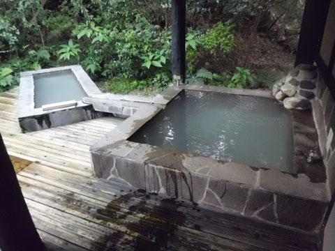 松苑離れの寝湯