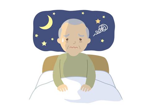 夜中に目が覚める老人