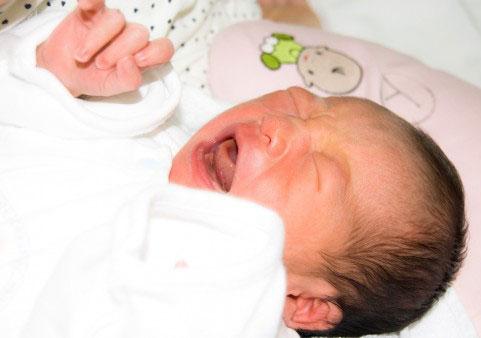夜泣きが止まらない赤ちゃん