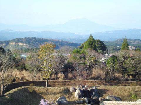 ラビスタ霧島ヒルズの最上階の部屋から見える桜島