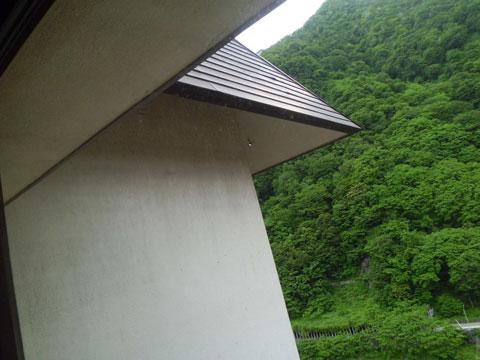 宇奈月温泉やまのはホテル別館の屋根のひさし
