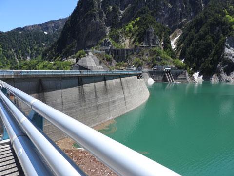 黒部湖と黒部ダム