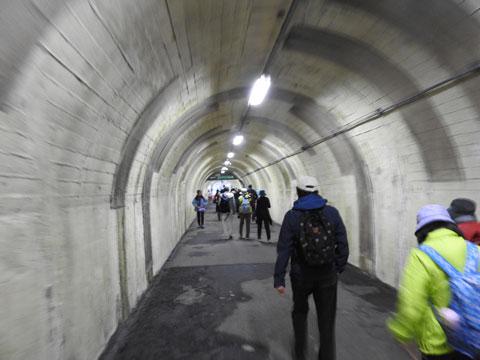 黒部湖に向かうトンネル