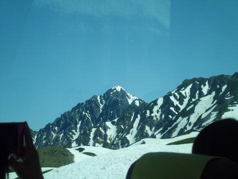 立山黒部アルペンルートから望む剱岳