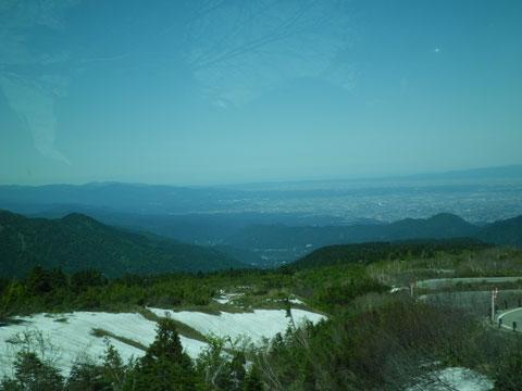車中から望む富山平野と富山湾