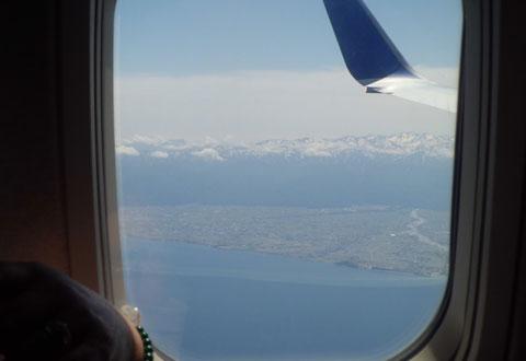 飛行機の窓から見える立山連峰