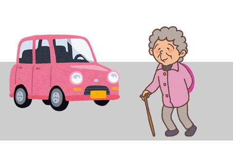 道路を渡っているうちに車が来てしまったお婆さん