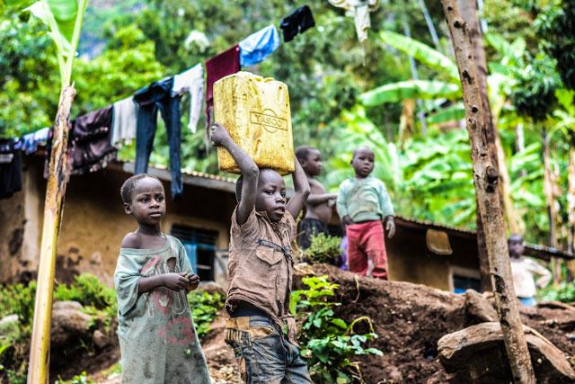 貧しい村の子供