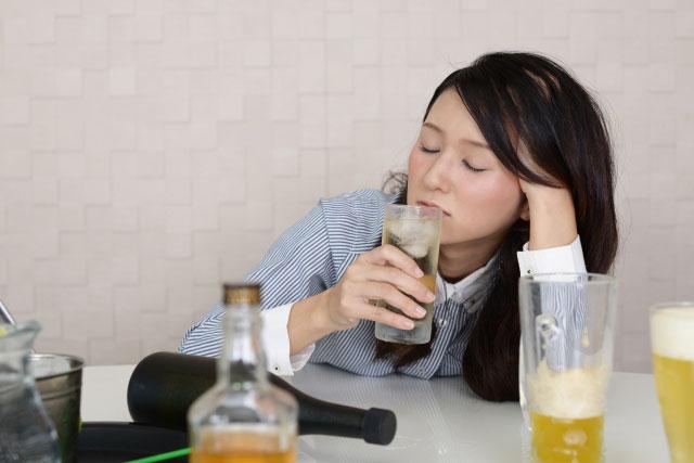 アルコール依存症の人